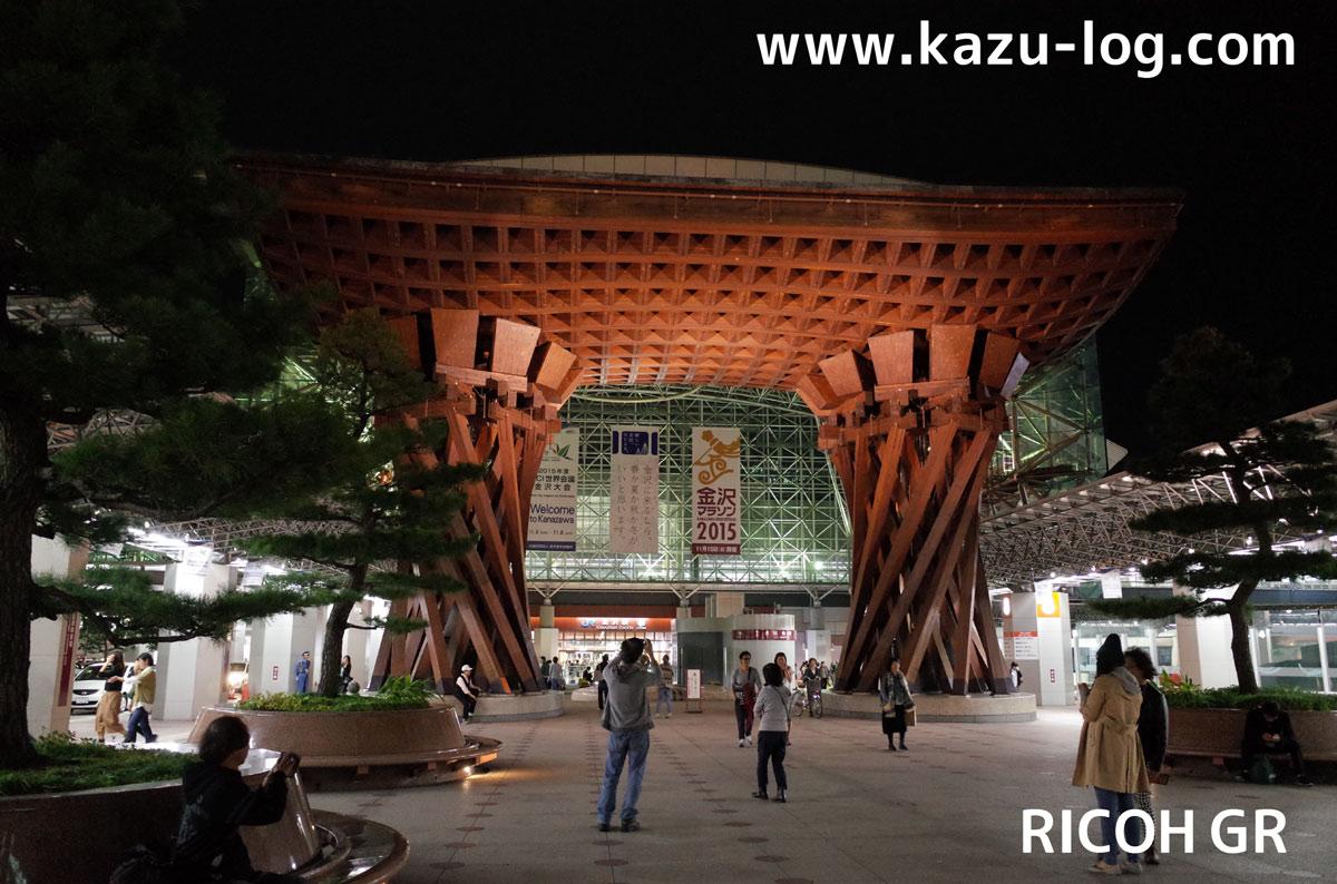 夜の金沢駅鼓門(RICOH GR)