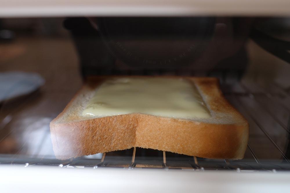 余熱でチーズを溶かす
