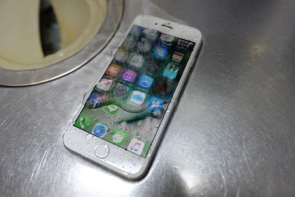 水流で誤動作するiPhone