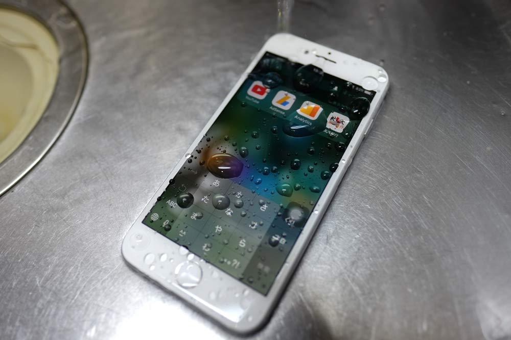 水に耐えるiPhone