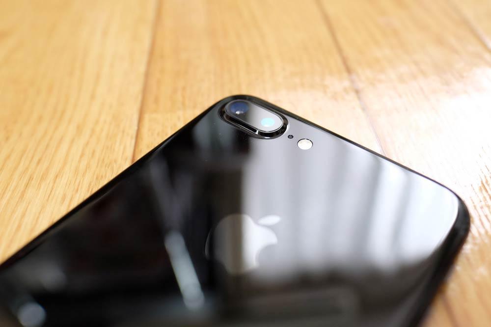 iPhone 7 Plus ジェットブラックのデュアルカメラレンズ