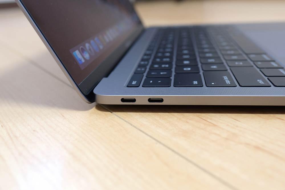 MacBook Pro 13 USB-Cポート