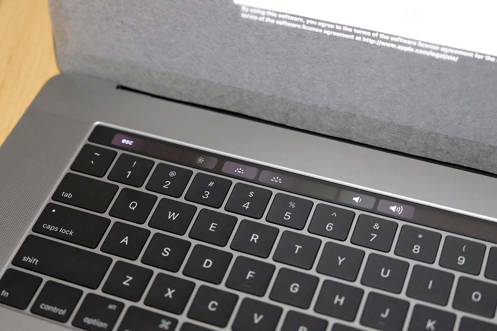 MacBook Pro 15インチ(2016)のTouch Bar