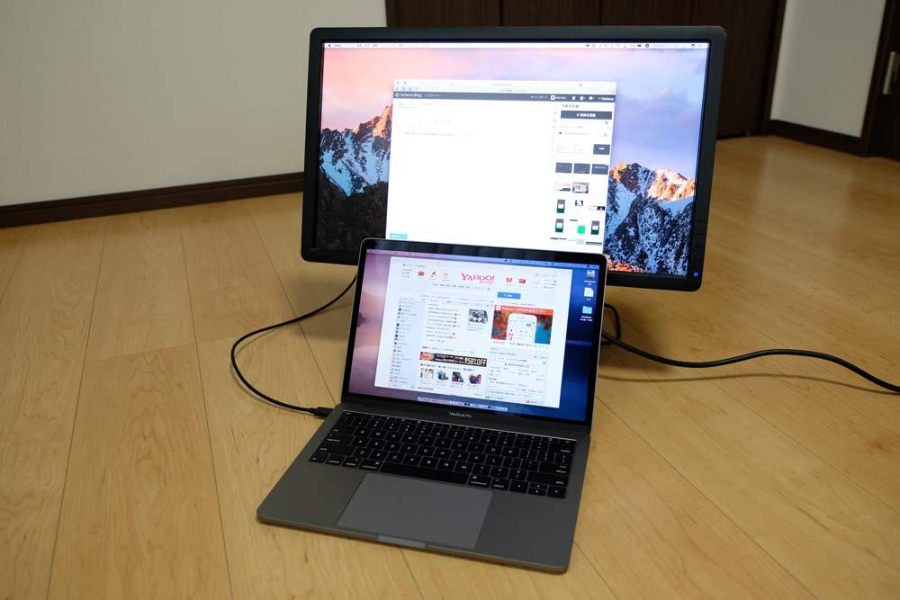 13インチMacBook Proと外部ディスプレイ1