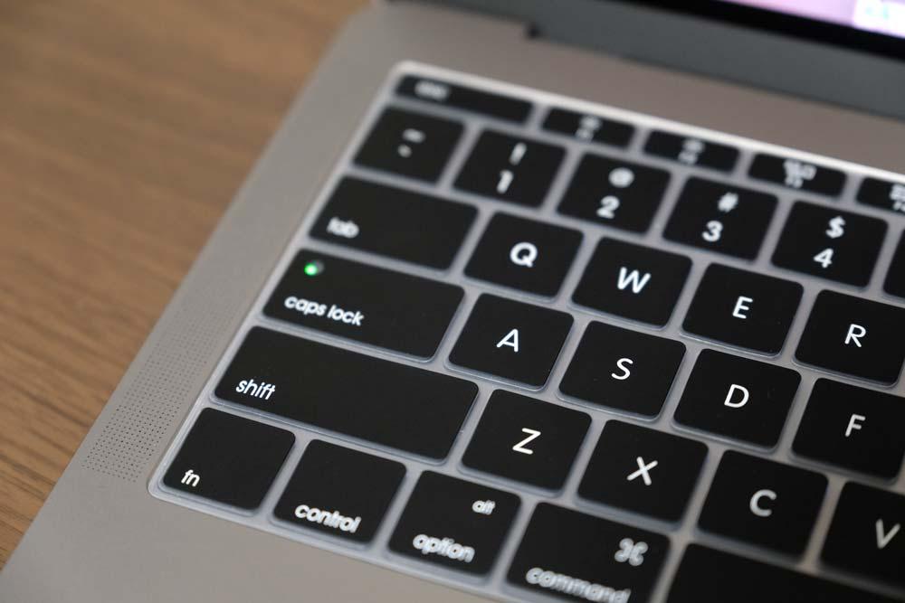 MacBook Pro late 2016 キーボードカバー装着 2