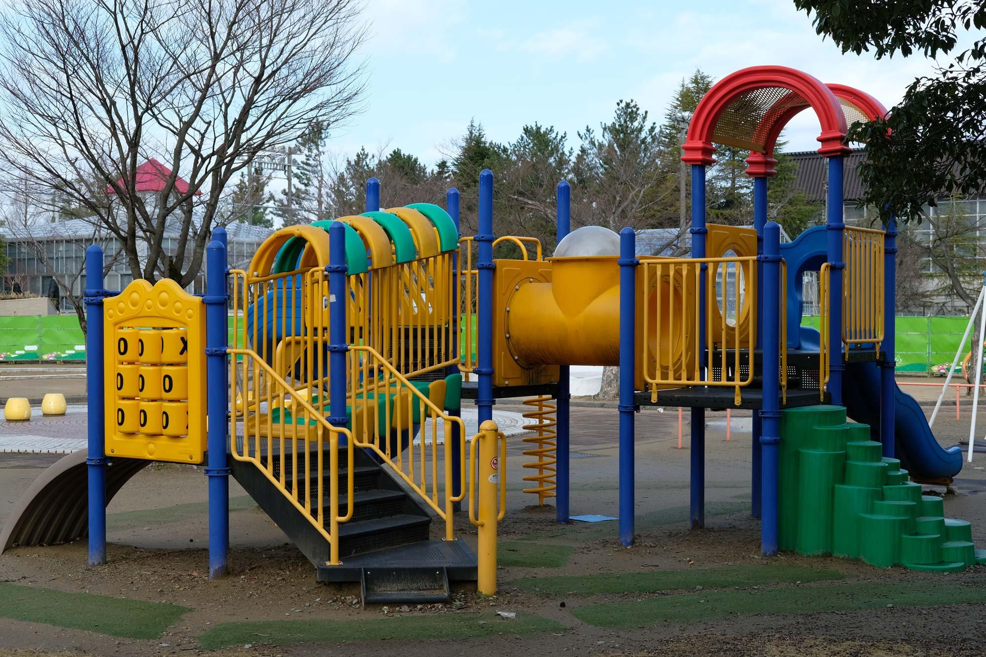 公園の遊具をXF35mmF2で撮影