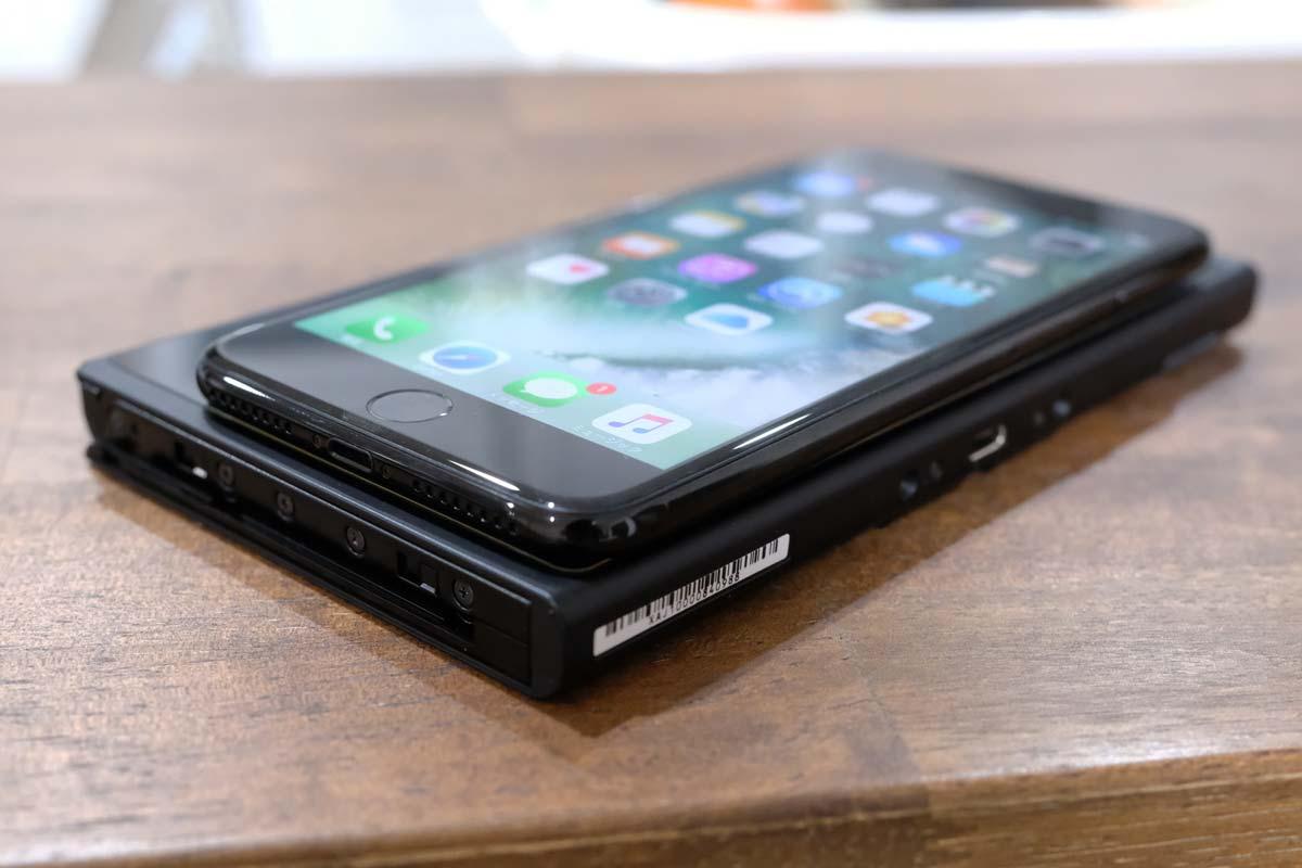 ニンテンドースイッチとiPhone7 Plusの本体の厚さ比較