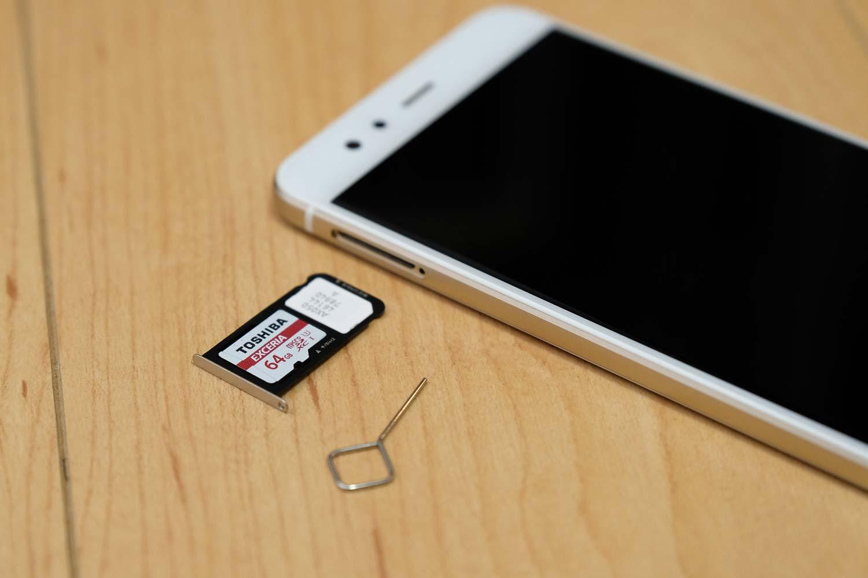 nanoSIMカードとmicroSDカード
