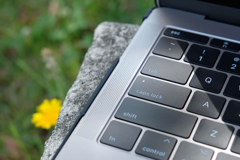 MacBook Pro AndMesh メッシュケース 外観デザイン キートップ部分