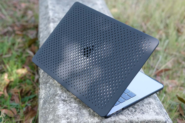 MacBook Pro AndMesh メッシュケース 外観デザイン 背面部分