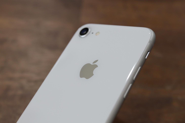 iPhone 8 ガラス筐体を採用