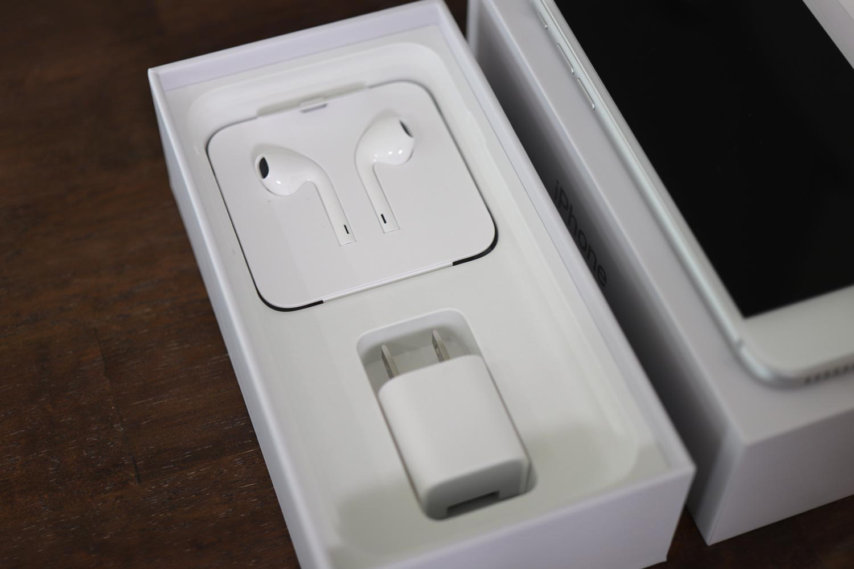 iPhone8 電源コネクタやケーブル