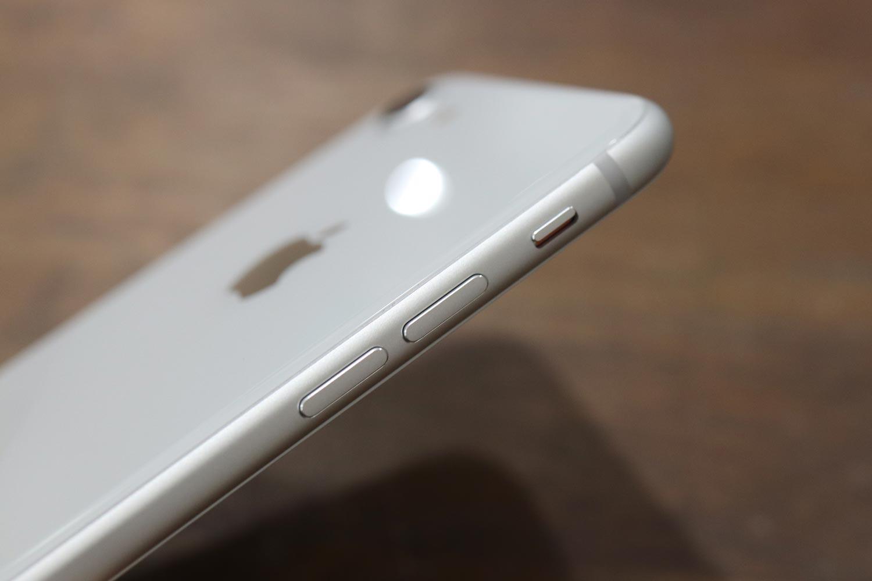 iPhone 8の音量・ミュートボタン