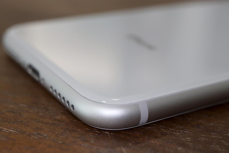 iPhone 8 アルミとガラス