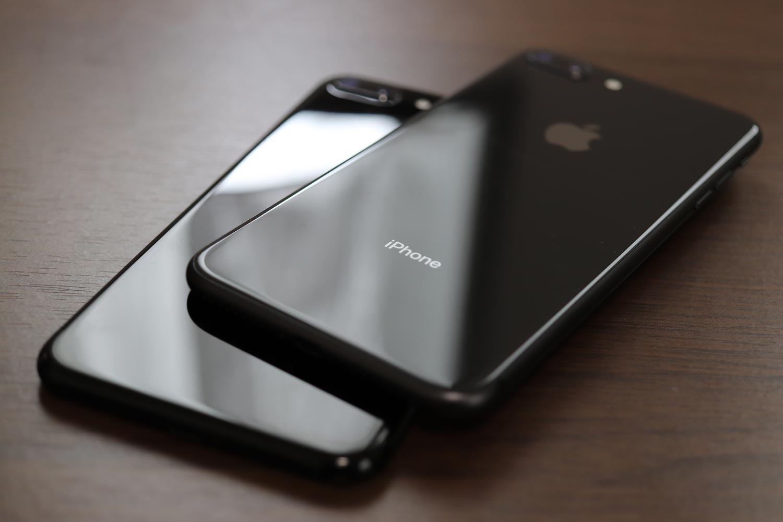 iPhone 8 Plus vs iPhone 7 Plus 筐体のスタイルの違い