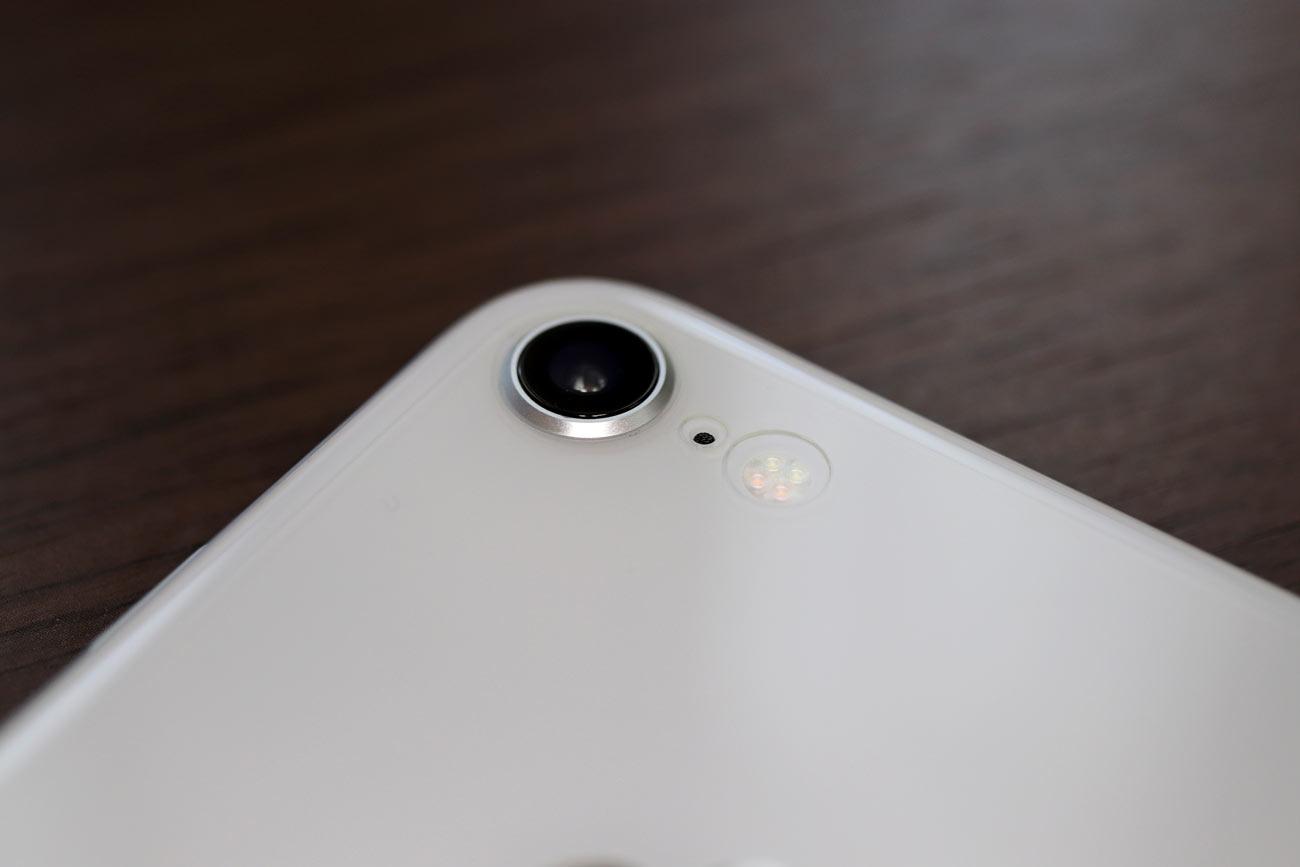iPhone 8 背面保護フィルム 見た目2