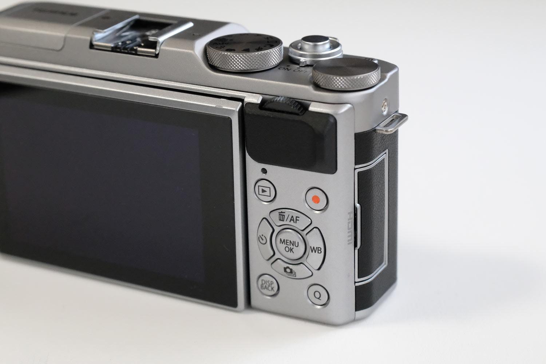 FUJIFILM X-A5 メニューボタン