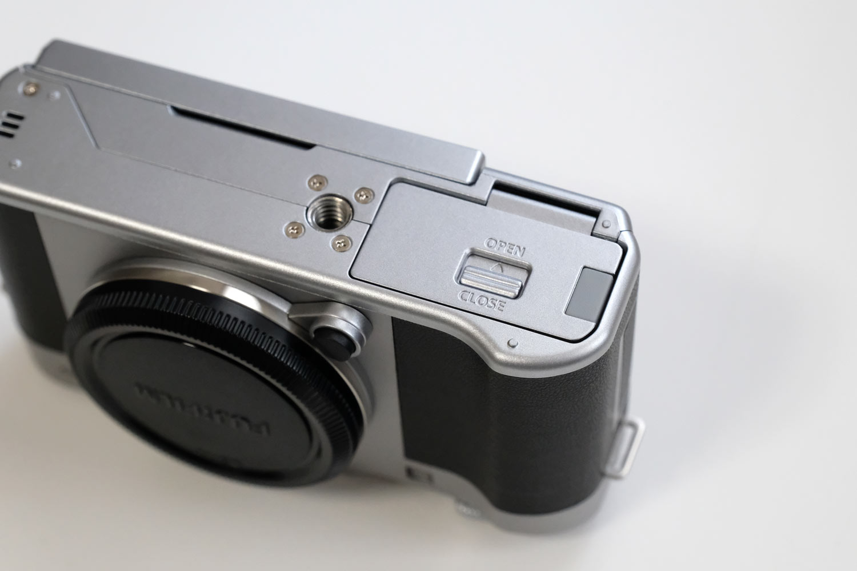 FUJIFILM X-A5 バッテリーカバー