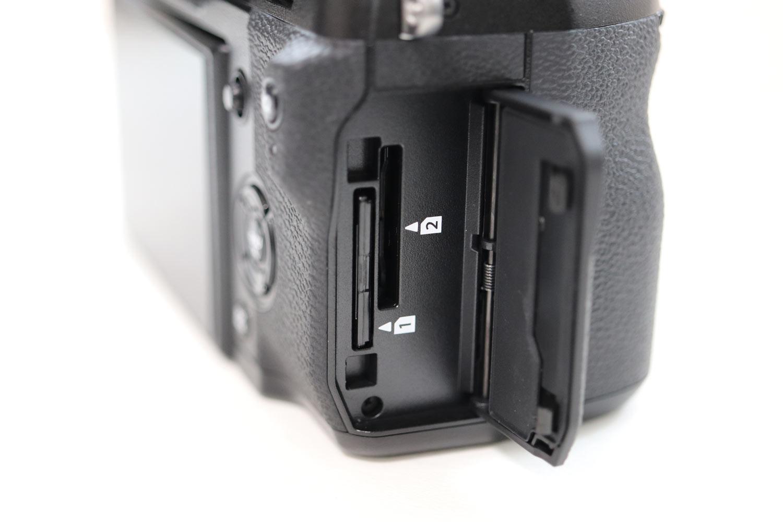 X-H1 SDカードデュアルスロット