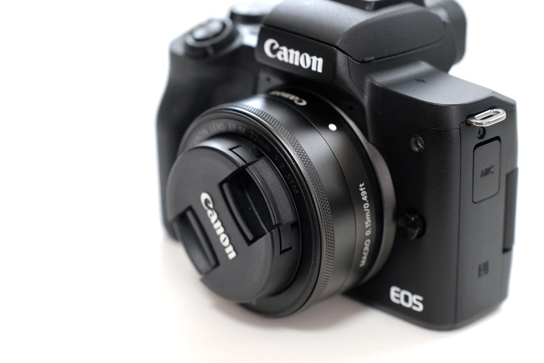 EF-M22mmF2とEOS Kiss M レンズキャップあり
