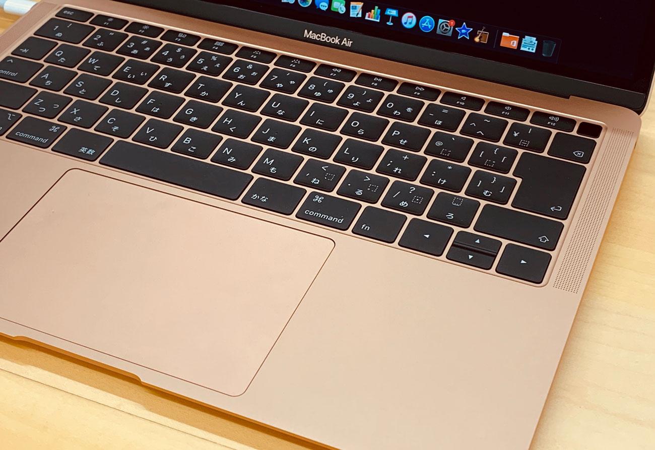 MacBook Air 13インチ ゴールドの色合い