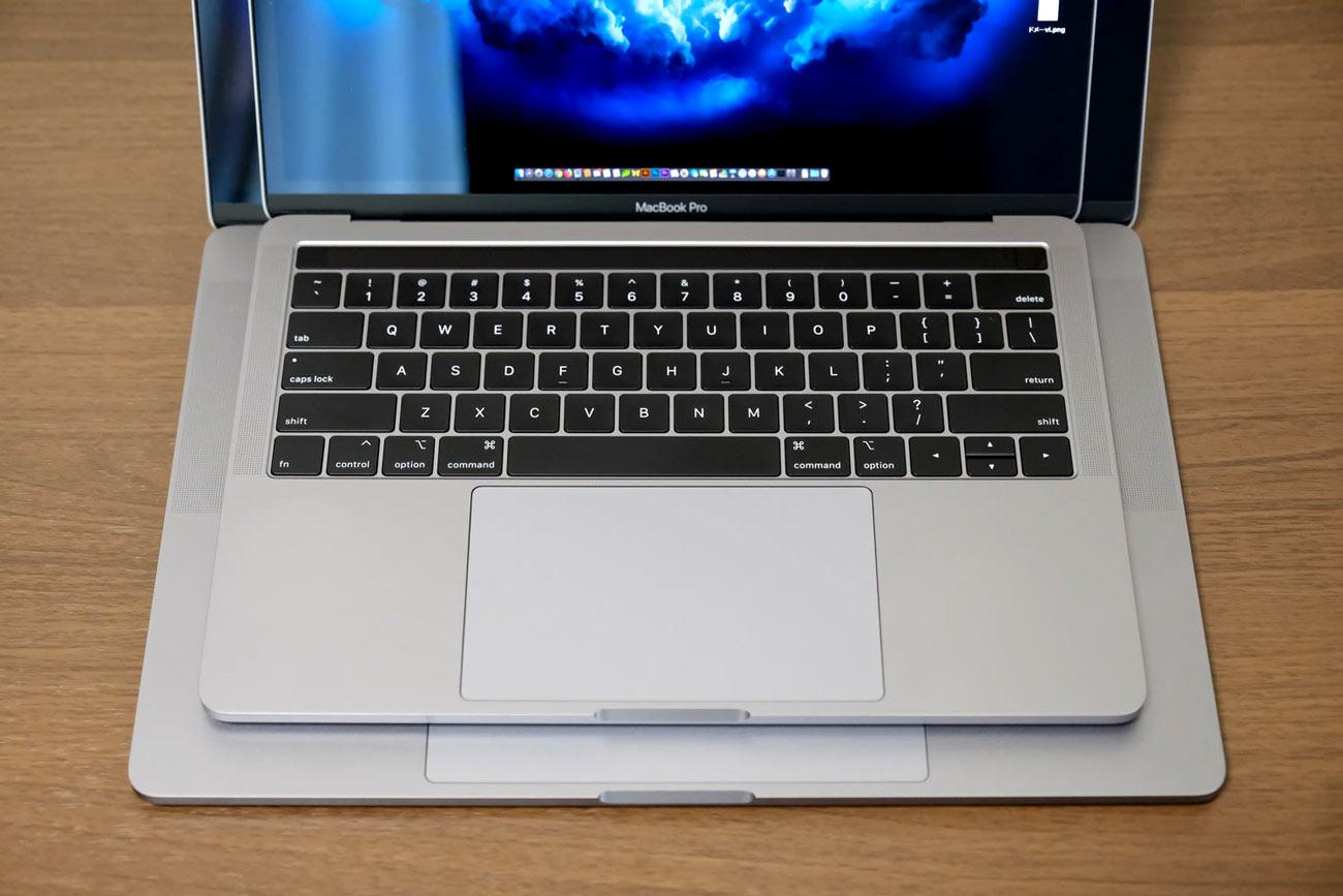 MacBook Pro 15インチと13インチ サイズ差