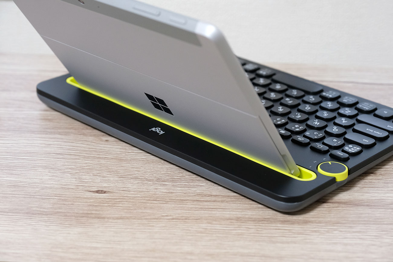 Logicool K480 Surface Go 背面から