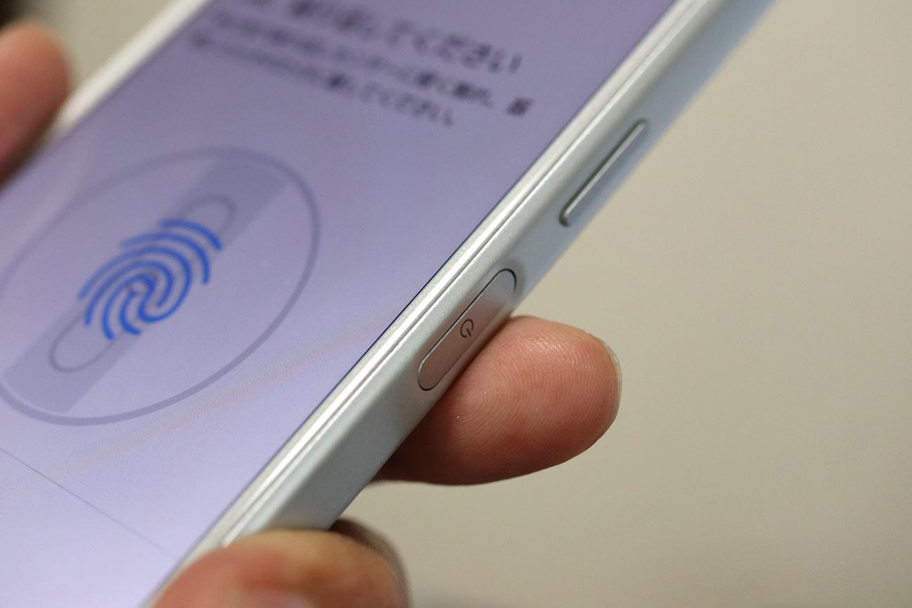 Xperia XZ1 Compact サイドの指紋センサー