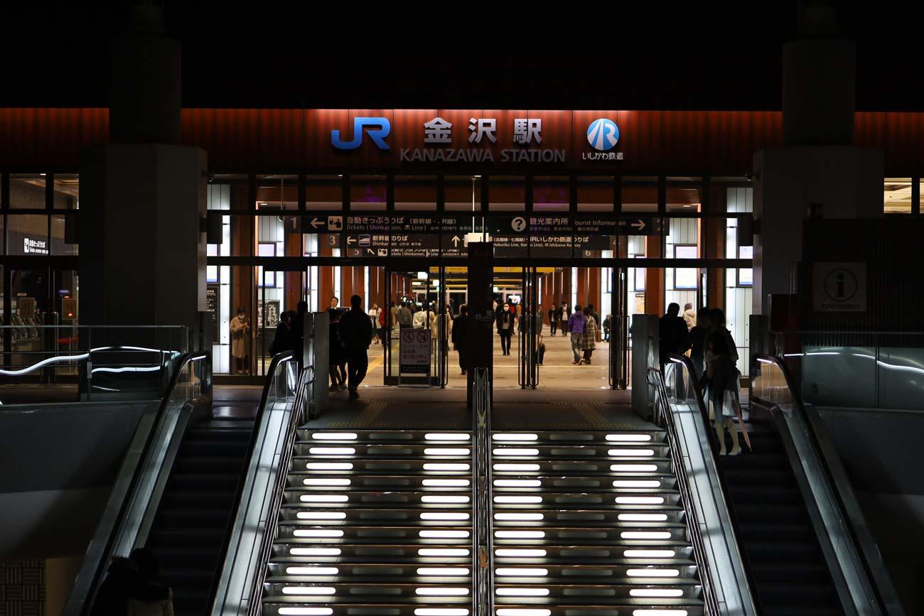 EOS RP + RF35mm MACRO(金沢駅 入り口)