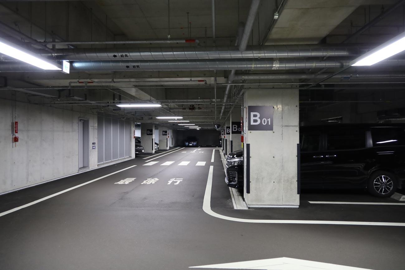 EOS RP + RF24-105mm(駐車場内)
