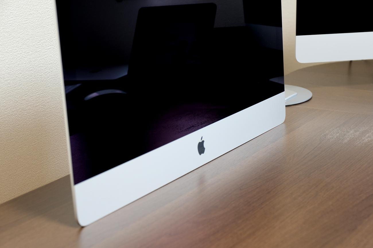 iMacをテーブルに付けて使う