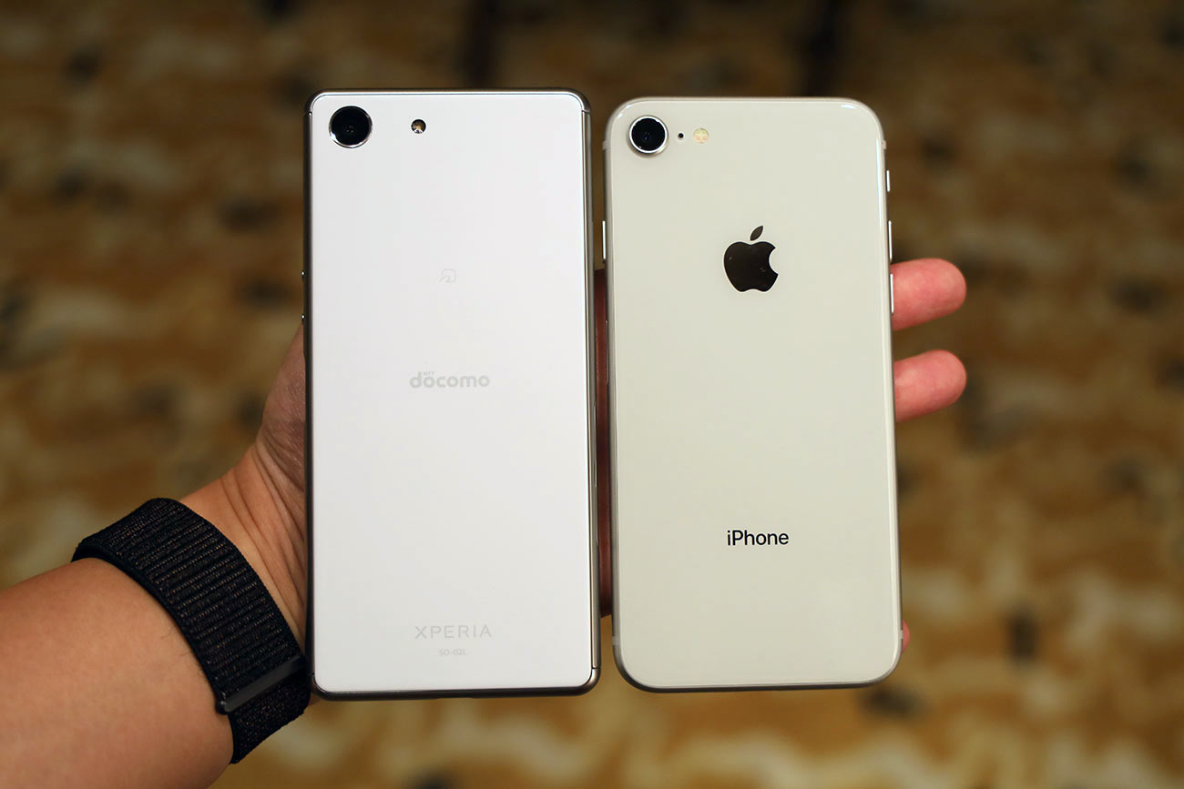 Xperia AceとiPhone 8の本体サイズ比較
