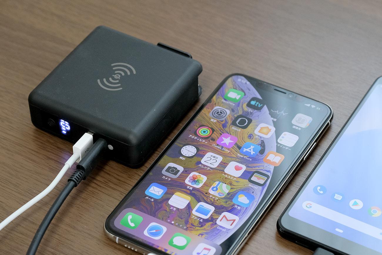 USBポートで2台同時充電