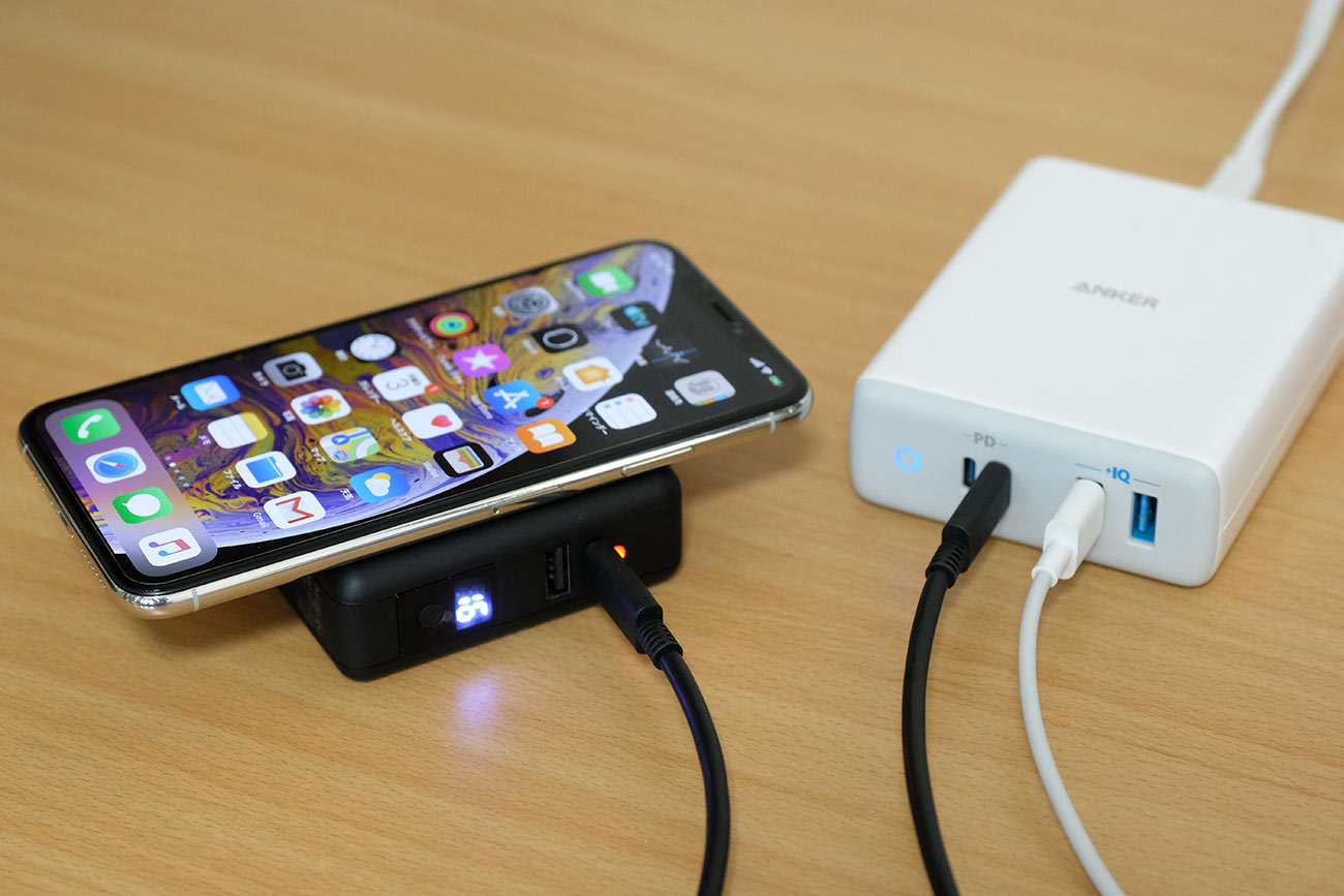 USB-Cで給電しながらワイヤレス充電
