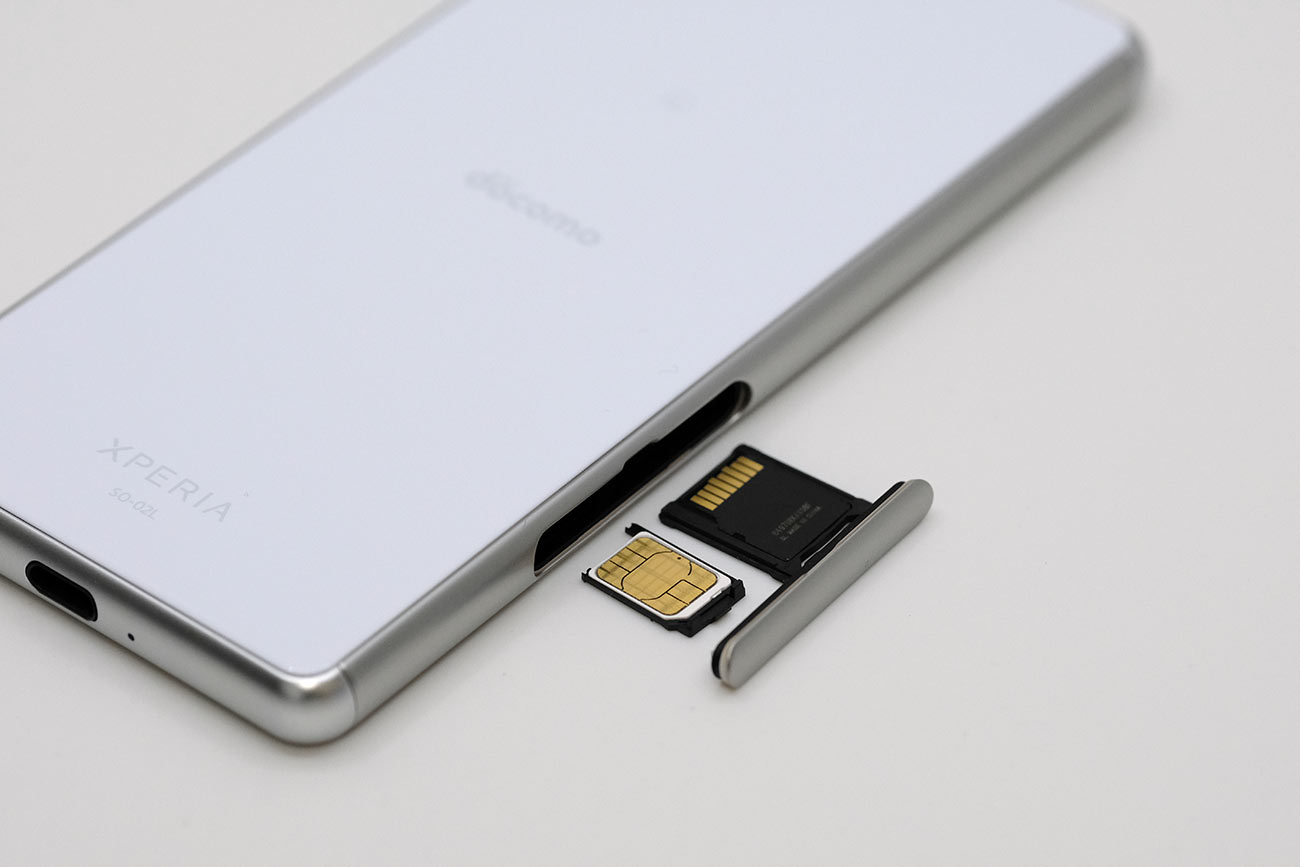 Xperia Ace SIMカードとSDカードスロット