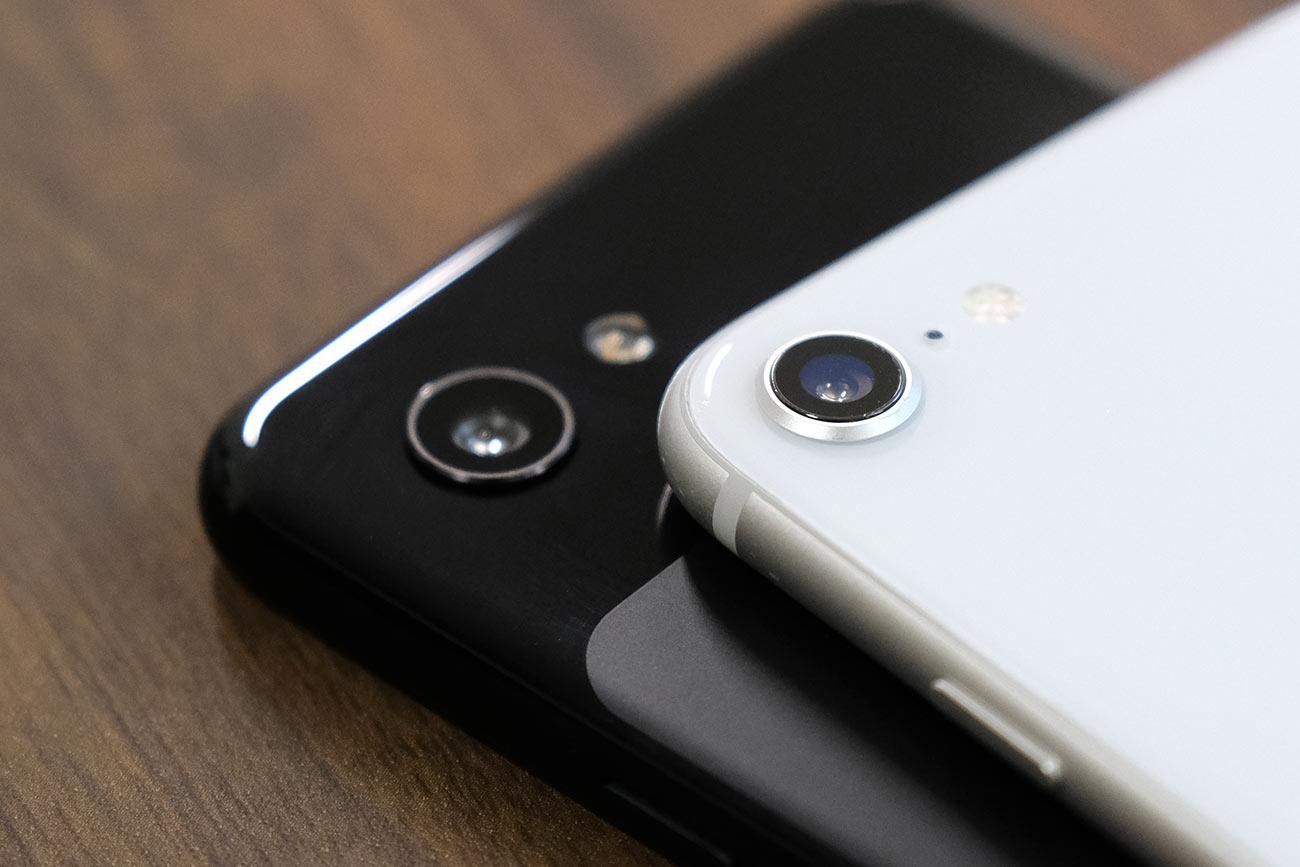 Pixel 3aとiPhone 8のリアカメラ