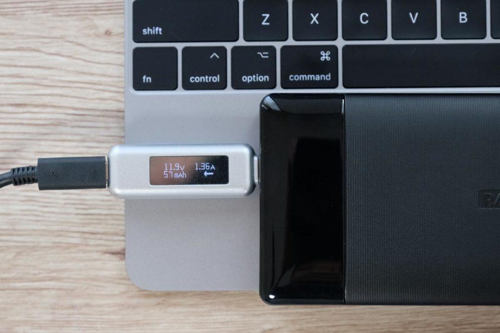 MacBookを接続して充電