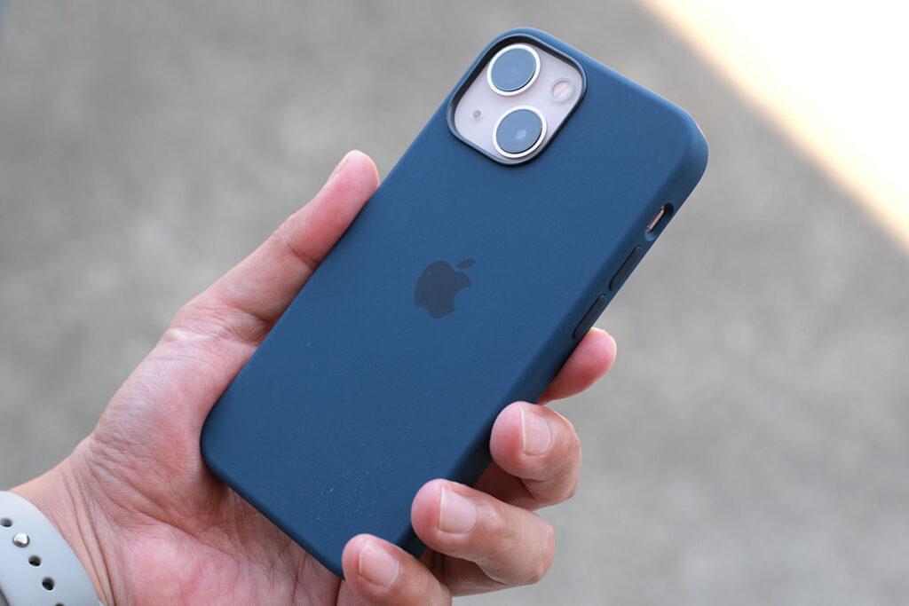iPhone 13 miniとシリコンケース