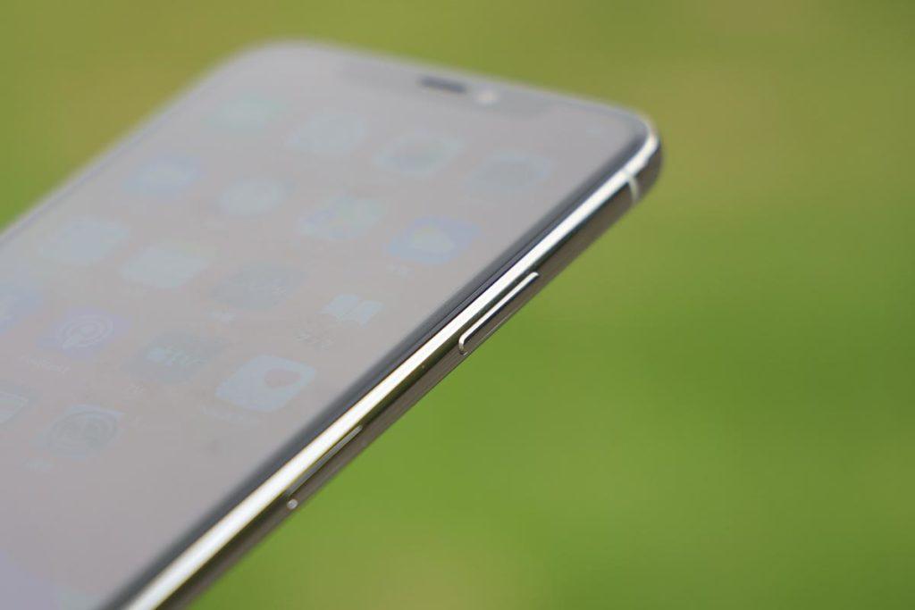 iPhone 11 Proのサイドボタン
