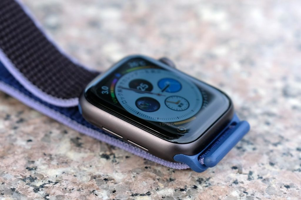 Apple Watch 5のブラックアルミケース