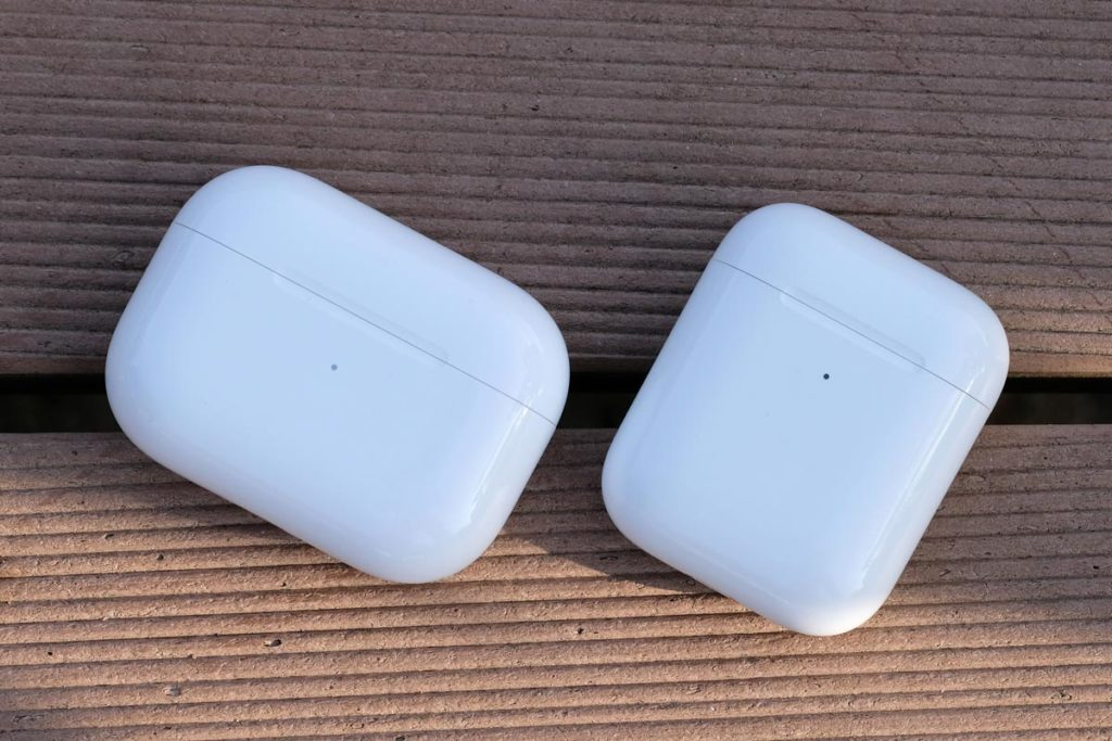 AirPods ProとAirPodsの充電ケース 比較