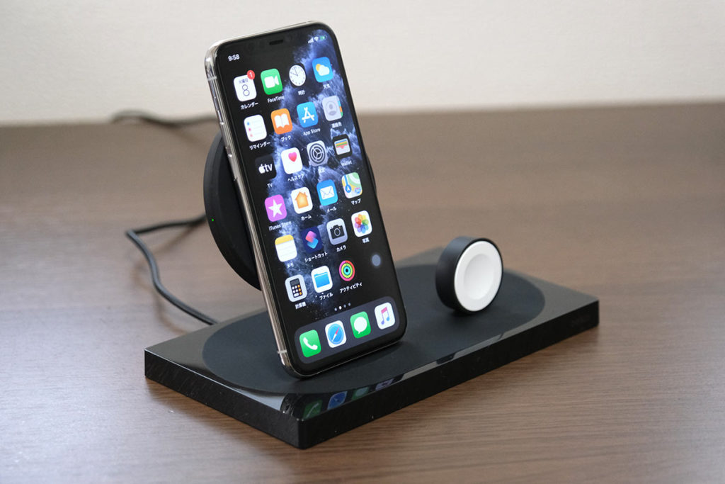 ワイヤレス充電しながらiPhoneを充電