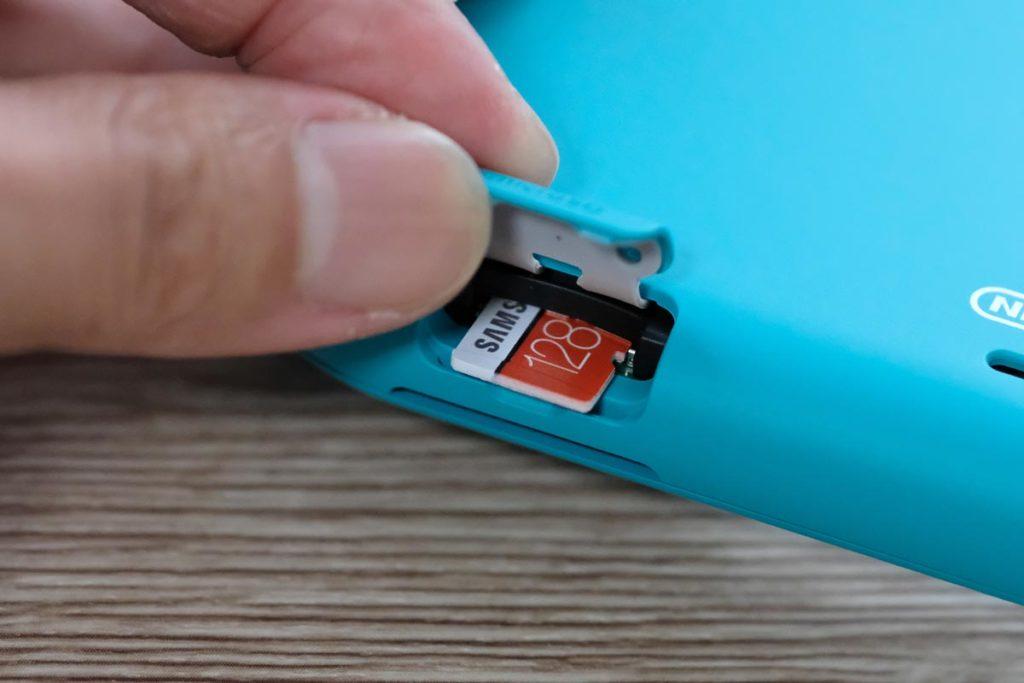microSDカードでメモリ増設