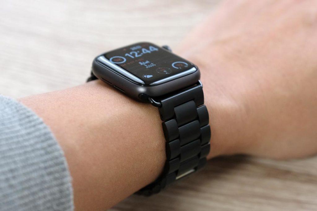 ブラックステンレスバンドのApple Watch