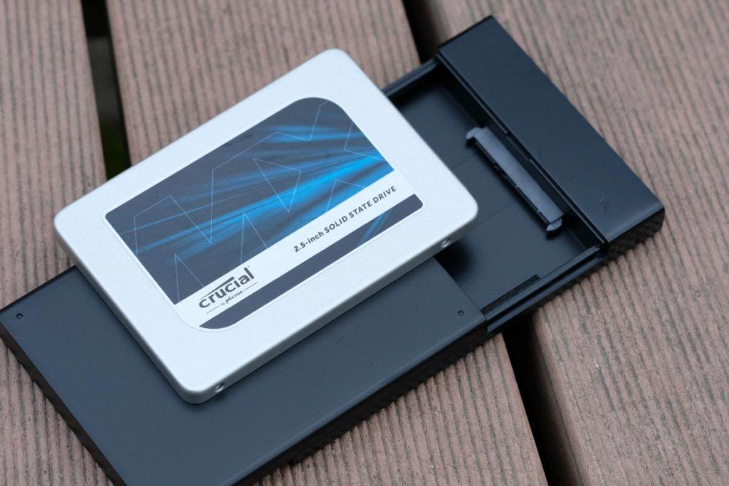 SSDとケース