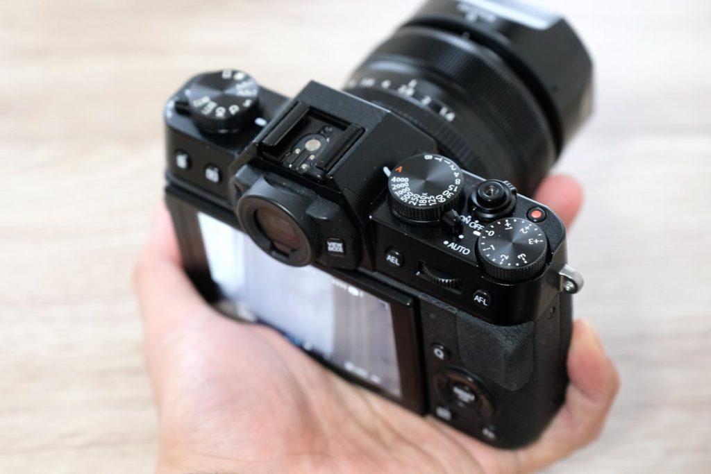 X-T10は手のひらサイズ