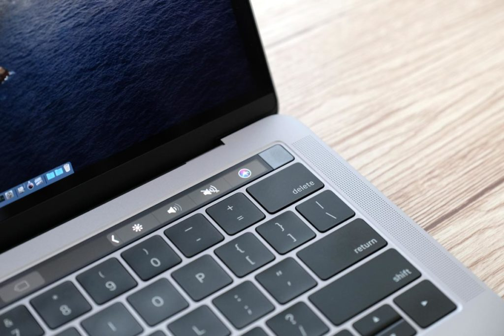 MacBook Pro 13インチのタッチバー