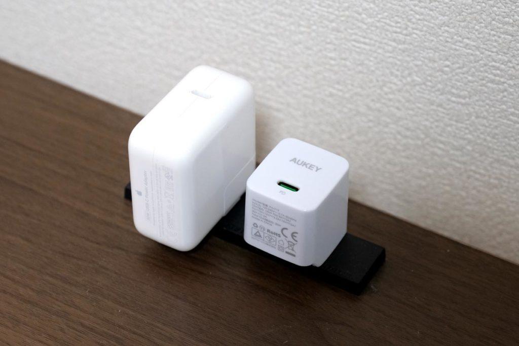 MacBook Airの充電器との比較