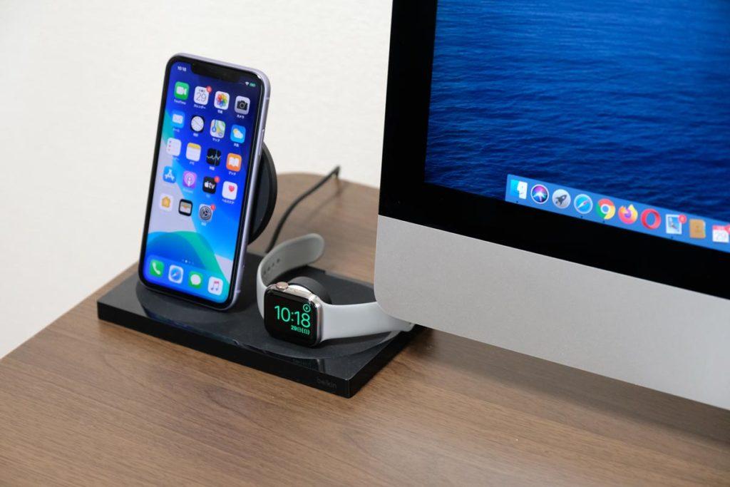iMacの隣に設置している