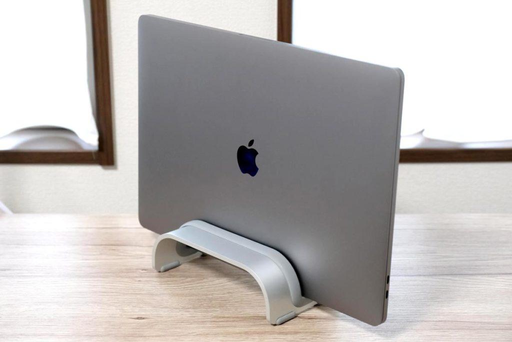 MacBook Pro 16インチも立て掛け可能
